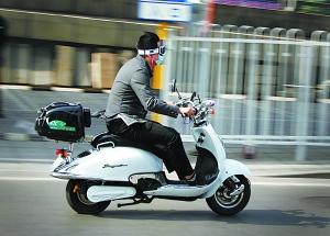 骑电动车发生意外,保险理赔吗?